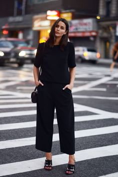CROPPED PANTS AND MULES