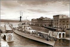 Vintage photographs of battleships, battlecruisers and cruisers.: Italian battleship Giulio Cesare passing the Ponte Girevole in Taranto, 1937-1938.