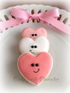 Find best ideas / inspiration for Valentine's day cookies. Get the best Heart shaped Sugar cookies for Valentine's day & royal icing decorating ideas here. Cookies Cupcake, Galletas Cookies, Fancy Cookies, Cut Out Cookies, Iced Cookies, Cute Cookies, Cookies Et Biscuits, Sugar Cookies, Fondant Cupcakes
