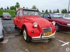 #Citroën #2CV au #Retromoteur #Ciney 2015 Article complet sur News d'Anciennes : http://newsdanciennes.com/2015/05/26/grand-format-news-danciennes-au-retromoteur-de-ciney/ #ClassicCars #Voitures_Anciennes #Belgique