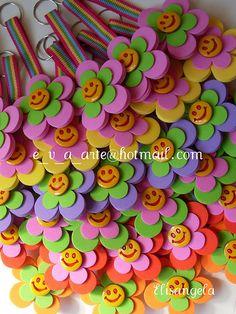 chaveirinhos | encomenda Patricia - Porto Alegre/RS | elisangela alexandre | Flickr Foam Crafts, Paper Crafts, Hobbies And Crafts, Arts And Crafts, Diy For Kids, Crafts For Kids, Diy Y Manualidades, Jw Gifts, Pencil Toppers