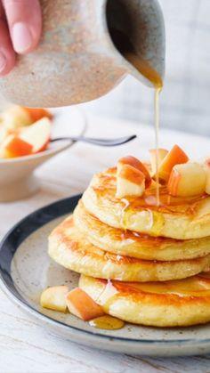 Hast du wiedermal Lust auf Pancakes zum Frühstück? Diese leckeren Apfel Pancakes sind super einfach und schnell zubereitet! WW Deutschland (ehemals Weight Watchers)   WW Rezept   Weight Watchers Rezept Breakfast, Omega, Food, Deserts, Recipes, Ww Recipes, New Recipes, Fruit Salads, Super Simple