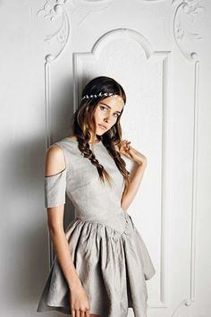 Isabel Lucas. Oh my goodness her headband is all sorts of awesome.