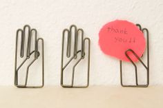 | hand paper clips |