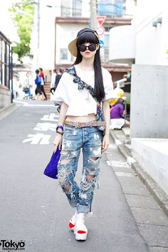 Nori is an 18-year-old student who we often see in Harajuku. This time, she was wearing sunglasses and a cap.