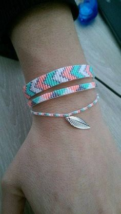 Bracelet woven Miyuki beads 3 rows of feather bracelet tissé perles miyuki 3 ran . Diy Bracelets Easy, Embroidery Bracelets, Summer Bracelets, Bead Loom Bracelets, Bracelet Crafts, Cute Bracelets, Jewelry Bracelets, Pearl Necklaces, Loom Bracelet Patterns