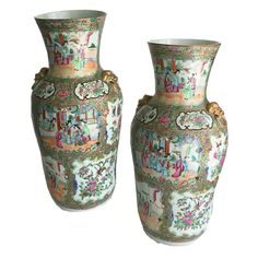 Chinese Export Porcelain Rose Mandarin Fine Pair of Large Vases | From a unique collection of antique and modern vases and vessels at https://www.1stdibs.com/furniture/decorative-objects/vases-vessels/