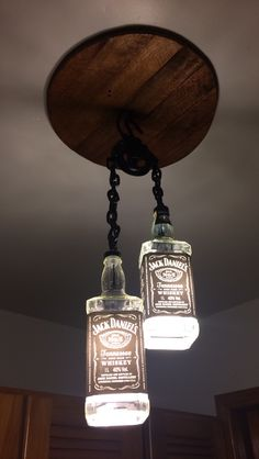 Luminária garrafa jack daniels craft ideas/liquor bottles в 2019 г. Jack Daniels Lampe, Jack Daniels Bottle, Jack Daniels Decor, Diy Bottle Lamp, Bottle Chandelier, Chandelier Lamp, Liquor Bottle Crafts, Liquor Bottles, Man Cave Home Bar