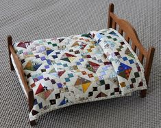 Jewel Box miniature quilt and bed made by Cheryl Kerfoot Small Quilts, Mini Quilts, Baby Quilts, Miniature Quilts, Miniature Dolls, Miniature Tutorials, Miniature Houses, Miniature Furniture, Dollhouse Furniture
