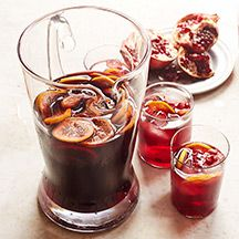 This fruity winter sangria recipe is the perfect happy hour cocktail to start the new year. Tap to get the festive 6 SmartPoint recipe. Easy Alcoholic Drinks, Yummy Drinks, Yummy Food, Mix Drinks, Healthy Drinks, Healthy Food, Healthy Eating, Sangria Recipes, Punch Recipes