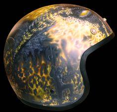 """This helmet is based on a common police helmet and was designed by BUGS-CUSTOM. (right side)    Als Basis dient ein handelsüblicher """"Police-Helm"""", der dann auf und mit BUGS-CUSTOM-ART bearbeitet wurde. (Ansicht von rechts)"""