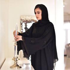 with ・・・ يتم توفيرها غدا باذن الله 😍 جاهز لاستلام الفوري Dubai Fashion, Abaya Fashion, Muslim Fashion, Modest Fashion, Fashion Outfits, Fashion Shoot, Burqa Designs, Abaya Designs, Blouse Designs
