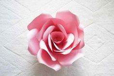Giant Paper Rose Template and Tutorial - DOMESTIC HEIGHTS Large paper flower template for cricut, giant paper rose, giant paper flower template printable free Rolled Paper Flowers, Paper Flower Wreaths, Large Paper Flowers, Tissue Paper Flowers, Paper Flower Wall, Giant Flowers, Large Paper Flower Template, Paper Flower Tutorial, Paper Flower Backdrop Wedding