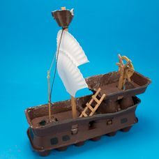 Egg Carton Pirate Ship - Craft Project Ideas - Set sail on this awesome pirate ship made from recycled egg cartons! Pirate Ship Craft, Pirate Crafts, Pirate Ships, Boat Crafts, Vbs Crafts, Recycled Toys, Recycled Crafts, Egg Box Craft, Decoration Pirate