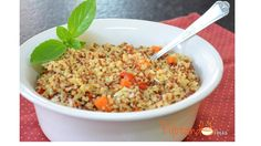 Um acompanhamento muito especial e saudável para qualquer tipo de prato. Veja como preparar quinoa com tomates cereja, cenoura e muçarela de búfala
