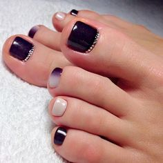 Gorgeous Dark Designs for Toe Nails picture 3