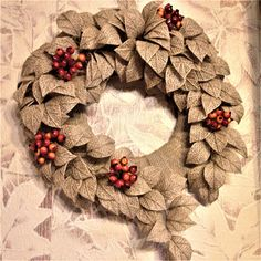 Burlap Crafts, Burlap Wreath, Burlap Flowers, Fabric Flowers, Cute Running Outfit, Bobbin Lacemaking, Decoration, Twine, Christmas Wreaths