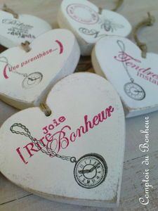 bi-goût! - comptoir du bonheur Place Cards, Place Card Holders, Wooden Gifts, Wood Letters, Angel Wings, Counter Top, Bonheur