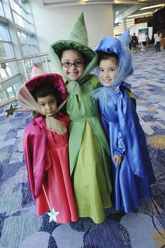 35 Best Costumes at the Expo Little Flora, Fauna and Merryweather, Sleeping Beauty fairies.Little Flora, Fauna and Merryweather, Sleeping Beauty fairies. Disney Halloween, Family Halloween Costumes, Cute Halloween, Mother Daughter Halloween Costumes, Sister Costumes, Group Halloween, Halloween Stuff, Halloween Halloween, Vintage Halloween