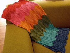 I've been knitting this blanket for a while now, but in different colors: green, cream, and beige.