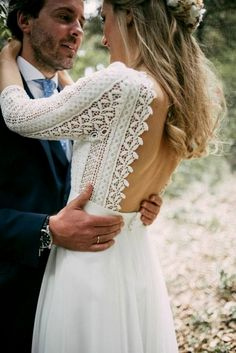 White wedding dress. Brides imagine having the most suitable wedding, however for this they need the perfect bridal gown, with the bridesmaid's outfits actually complimenting the brides dress. Here are a few ideas on wedding dresses.