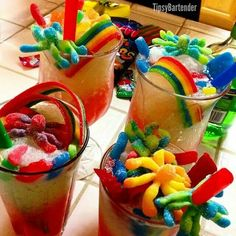 Candy Rush Cocktail - For more delicious recipes and drinks, visit us here… Candy Drinks, Fun Drinks, Liquor Candy, Fun Cocktails, Mixed Drinks, Sour Apple Pucker, Citrus Vodka, Slushie Recipe, Alcohol Drink Recipes