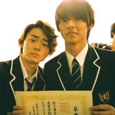 """Kento Yamazaki x Masaki Suda,  BTS photo, J drama """"35 sai no Kokosei(No Dropping Out: Back to School at 35)"""", 2013. Plot & Ep.1-11 [Eng. sub] http://www.drama.net/35-sai-no-koukousei"""