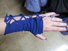 DIY arm warmers from T-shirt sleeves.