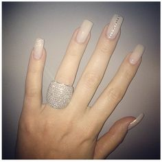Would like this nail art in sport length Khloe Kardashian nude nails - The Best Celebrity Nail Designs – DIY Nail Art Hot Nails, Nude Nails, Hair And Nails, Silver Nails, Matte Nails, Coffin Nails, Acrylic Nails, Fabulous Nails, Gorgeous Nails