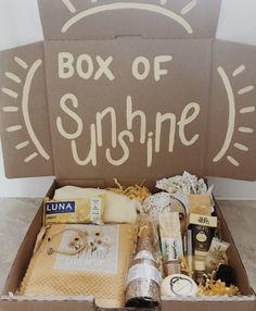 Box of sunshine for a diy birthday present idea Mom Birthday Crafts, 90th Birthday Gifts, Cute Birthday Gift, Birthday Gifts For Best Friend, Diy Birthday, Best Friend Gifts, Birthday Quotes, Candy Bar Posters, Birthday Gift Baskets