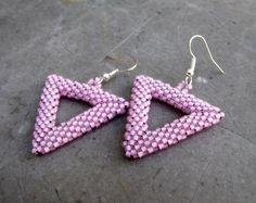Trojúhelníky růžové Šité náušnice z korálků Toho