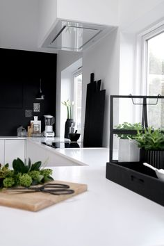 Black and White Style . Home Decor . Interior Design Inspiration The post Kitchen . Black and White Style . Home Decor . Interior Design Kitchen, Kitchen Decor, Interior Decorating, Interior Office, Apartment Interior, Apartment Living, Modern Interior, Black Kitchens, Home Kitchens