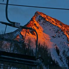 This #mountain captures light from a #sunset like few others #crestedbutte #cbcolors #contrast #passioninspired  Photo: Chris Segal