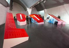 The idea for the exhibition is pretty simple – it spells #LONDON# in massive freestanding, anamorphically stretched letters. The fronts of the letters feature drawings of London landmarks, and the letter sides are dedicated to the Universities.