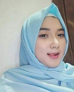 OOTD Hijab with Dress and Long Dress Inspirations - Ayu Ting-Ting Beautiful Hijab Girl, Beautiful Muslim Women, Beautiful Girl Image, Ootd Hijab, Hijab Chic, Girl Hijab, Muslim Women Fashion, Muslim Beauty, Hijab Fashionista