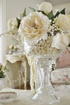 Love the idea of filling vase with pearls!
