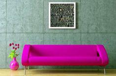 Use um móvel de cor neon num espaço mais neutro