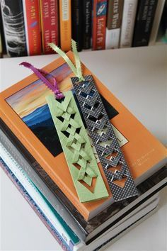 Get reading with these 14 easy DIY bookmarks Marcadores DIY Mais Bookmark Craft, Origami Bookmark, Origami Paper, Diy Paper, Paper Crafts, Bookmark Ideas, Tassel Bookmark, Creative Bookmarks, Paper Bookmarks