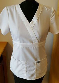 Natural uniforms provide classic styling and comfortable fit in this unisex v-neck scrub top. It has three pockets for plenty of storage, side vents and set-in sleeves. The fabric is a soft and durable poly/cotton blend. White V Necks, Scrub Tops, Grey's Anatomy, Selling On Ebay, Scrubs, Women's Clothing, Ruffle Blouse, Medical, Clothes For Women