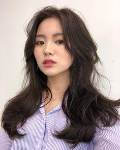 그레이스펌 Korean Haircut Long, Korean Hairstyle Long, Korean Long Hair, Medium Hair Cuts, Long Hair Cuts, Medium Hair Styles, Curly Hair Styles, Redhead Hairstyles, Permed Hairstyles