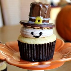 Pilgrim cupcakes.  A special treat for the kids this Thanksgiving.