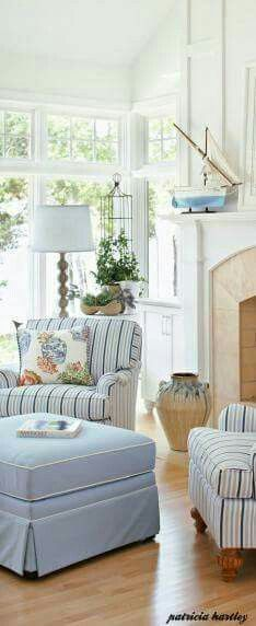 beach.quenalbertini: Coastal living room corner