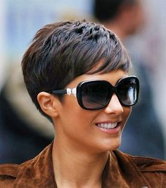 11 Amazing Short Pixie Haircuts that Will Look Great on Everyone 2020 Opting for a pixie haircut is a very bold and brave decision – it can be incredibly scary to chop your locks off and go for something new! However, pixie haircuts are 2015 Hairstyles, Short Hairstyles For Women, School Hairstyles, Short Pixie Haircuts, Short Hair Cuts For Women Pixie, Women Pixie Haircut, Pixie Haircut Styles, Short Haircut, Hair Today