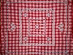 """Вышивка на клетчатой ткани известна также под названиями """"amish embroidery"""" """"depression lace"""" """"snowflaking"""", """"gingham lace"""", """"hoover l..."""