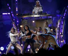 """Nicki Minaj performs """"The Night is Still Young"""" at the 2015 Billboard Music Awards. - REUTERS/Mario Anzuoni"""