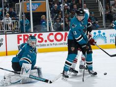 San Jose Sharks defenseman Justin Braun attempts to block an incoming shot before it reaches goaltender Antti Niemi (Nov. 22, 2014).