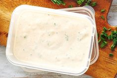 Ready in 5 minutes, store this Ranch dressing in the fridge to add flavour to meat and salads. Ranch Dressing Recipe, Salad Dressing Recipes, Pasta Salad Recipes, Salad Dressings, Cafe Food, Food N, Food And Drink, Burger Recipes, Vegetarian Recipes