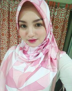 hijabi lebay #barangalami Muslim Fashion, Hijab Fashion, Hijab Tutorial, Hijab Outfit, Outfits, Style, Swag, Suits, Hijabs