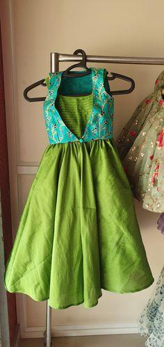 Girls Frock Design, Long Dress Design, Kids Frocks Design, Baby Frocks Designs, Indian Dresses For Kids, Gowns For Girls, Frocks For Girls, Dresses Kids Girl, Kids Dress Wear