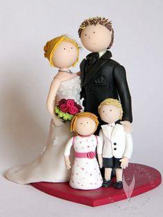 Familie Brautpaar Hochzeitstortenfigur von www.tortenfiguren.at